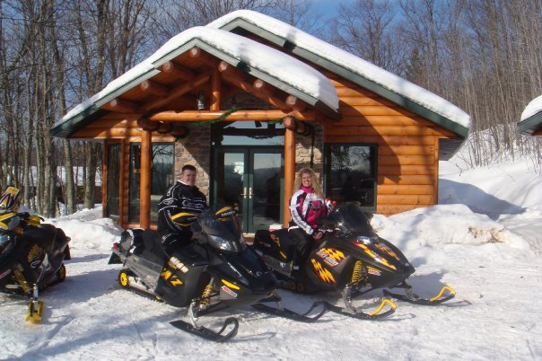 snowmobiling_in_washburn
